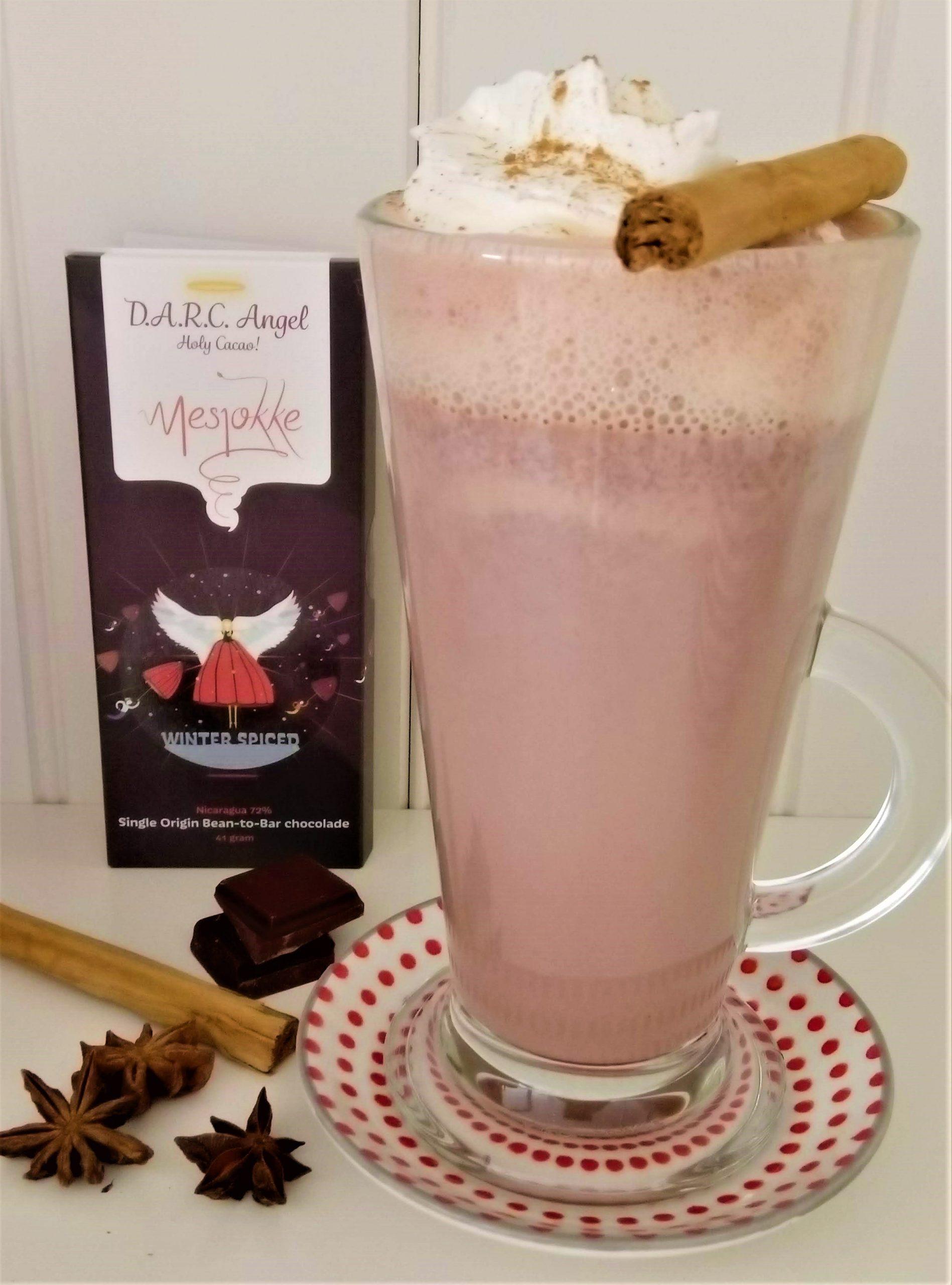 Warme chocolademelk met winterse kruiden